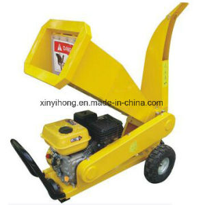 6.5HP Gasoline Industrial Tractor Wood Cutting Machine Chipper Shredder pictures & photos