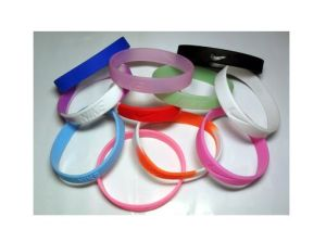 Customized Logo Personalised Silicone Bracelets pictures & photos