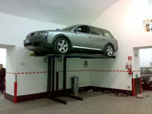 2700kgs Two Post Parking Lift with Ce pictures & photos