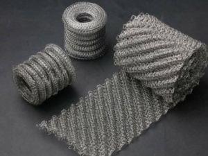 304 316 Stainless Steel Knitted Wire Mesh Screen for Gasket pictures & photos