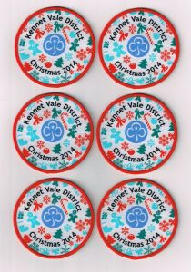 Customized Design Round Shape Overlocking Woven Badge pictures & photos