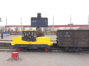 Roadrail Shunting Tractor with Cummins Engine pictures & photos