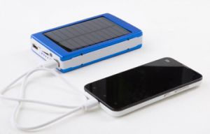 2017 Whosale&Retail New Arrival 10000mAh Portable Solar Panel Power Bank Charger pictures & photos