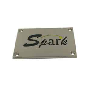 Engraved Logo Cheap Clothing Custom Metal Label pictures & photos