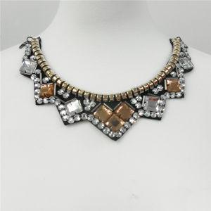 2014 Fashion Dazzling Garment Bead Necklace (HMC094) pictures & photos