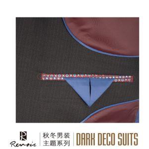 OEM 2 Piece Peak Lapel Classic Fit Men′s Business Suit pictures & photos