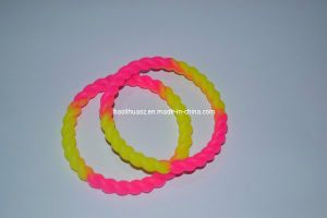 100% Silicone Bands Bracelets pictures & photos