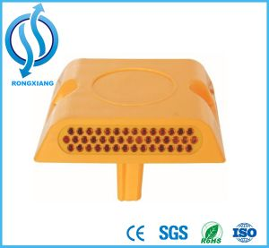 Yellow or White Plastic Reflective Pavement Road Stud pictures & photos