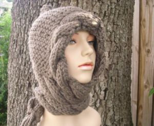 Made to Order Hand Knitted Hooded Scarf Shawl Made in China pictures & photos