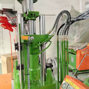 Plastic Injection Molding Machine for Fitting pictures & photos