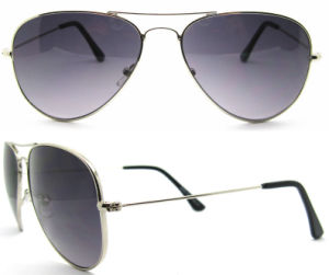 Classical Fashion Sunglasses for Men and Women pictures & photos