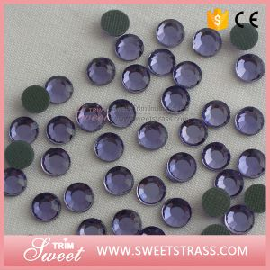 Flat Back Korean Rhinestone Crystal Hotfix to Decorate T-Shirt pictures & photos