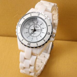 Customer Design Quartz Movement Plastic Girl Watch pictures & photos