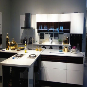 White Lacquer Glossy Kitchen Cabinet (ZH-L26) pictures & photos