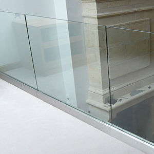 Modern Good-Looking U Channel Glass Railings for Terrance / Balcony / Fence Balustrade pictures & photos