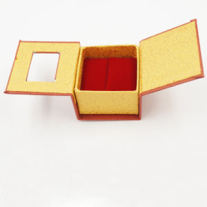 2017 New Arrival Wedding Lovers Velvet Ring Box (J10-A1) pictures & photos