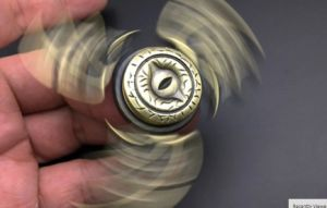 Eagle Eye New Toy Spinner Game of Brass Hand Spinner Metal Finger Stress Tri Spinner Dragon Wing Handspinner Finger Tip pictures & photos