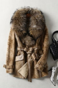 Genuine Lamb Leather and Fur Garments with Raccoon Fur pictures & photos