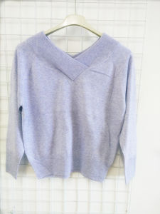 V Neck Short Velvet Sweater for Women pictures & photos