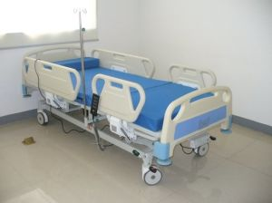 3 Function Electric Pediatric Hospital Bed pictures & photos
