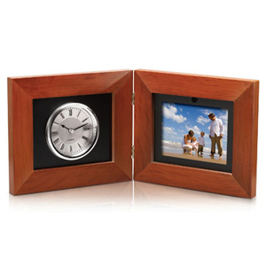 Deluxe 5.6′′ Digital Photo Frame with Clock (DP5588)