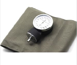 Medical Manual Luxury Aneroid Sphygmomanometer Kit pictures & photos