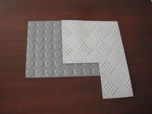 Round Button Rubber Sheet, Stud Rubber Sheet for Flooring Rolls with Red, Black, Grey Color pictures & photos