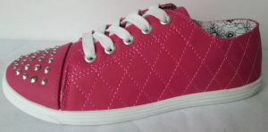 Round Toe Women′s Fashion Canvas Shoes with Rivets pictures & photos