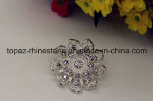 Nice Rhinestone Zinc Alloy Flower Design Brooch for Party (TB009) pictures & photos