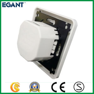 Ce Certificated Two Types Wall Outlet with USB pictures & photos