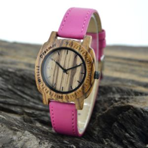 Pink Leather Band Wooden Watch pictures & photos