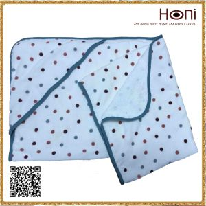 Newest Design Wholesale Bathrobe Hooded Towel for Kids pictures & photos