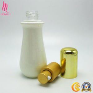 White Spray Coated Bottle with Golden Sprayer and Lid pictures & photos