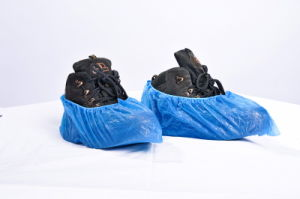 Disposable Plastic PE/CPE Blue Medical Use Non-Skid Shoe Cover pictures & photos