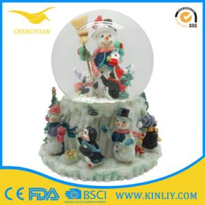 Wholesale Resin Craft Figurine Crystal Snow Globes pictures & photos