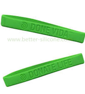 Debossed Logo Rubber Silicone Wristband for Gifts pictures & photos