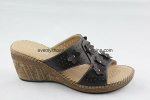 2016 Wood Wedge Shoes Lady Slipper Flip Flop pictures & photos