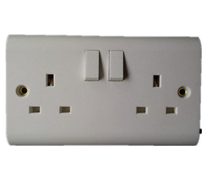 BS 1363 13A 2 Gang Switched Socket with Single Pole pictures & photos