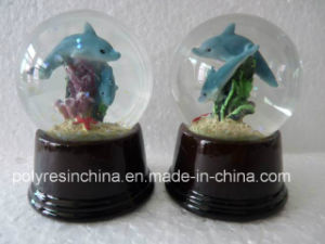Cheap Snow Globe with Polyresin Base in Wooden Colors pictures & photos