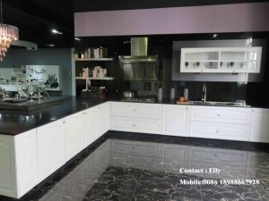 High Glossy UV Faced Kitchen Cabinet (ZH6897) pictures & photos