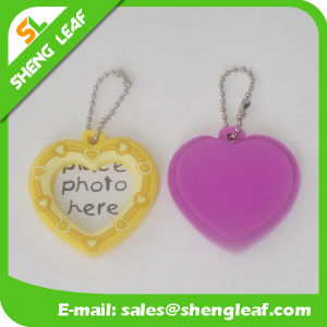 Heart Keychain Attractive Gifts Photo Frame (SLF-PF066) pictures & photos