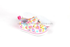 Baby Shoes Lovely Baby Girl Shoe with Flowers pictures & photos