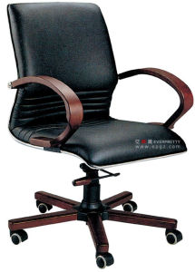 Ergonomic Modern Furniture Leather Swivel Executive Office Chairs with Footrest pictures & photos