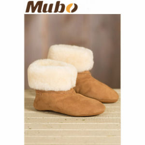 Women′s Soft Leather Sole Indoor Sheepskin Slipper Boots pictures & photos