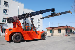Chinese Famous Brand 45ton Reach Stacker Crs450ccz5 pictures & photos