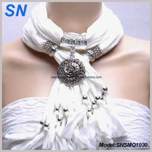 White Scarf with Circle Pendant (SNSMQ1030) pictures & photos