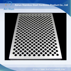 Over 10 Years Experience Factory Perforated Metal Mesh pictures & photos