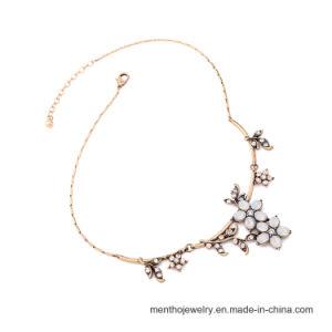 Vintage Simple Flower Shape Fashion Accessories Alloy Pendant Necklace pictures & photos