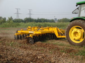 Agricultural Machinery Heavy-Duty Hydraulic Wing Disc Harrow pictures & photos