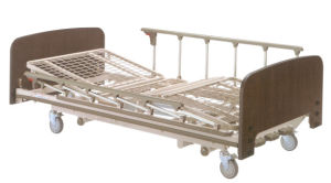 Three Functions Wooden Manual Homecare Bed (XH-11) pictures & photos